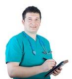 Verpleger die nota's neemt stock foto