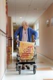 Verpleger en hogere vrouw Royalty-vrije Stock Foto's