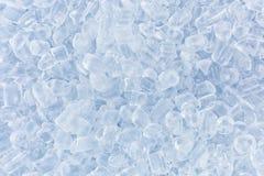 Verpletterd ijs voor de witte achtergrond Stock Foto's
