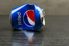 Verpletterd leeg Pepsi kan Royalty-vrije Stock Afbeeldingen
