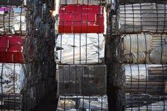 Verpletterde & In balen verpakte Schroot Stock Afbeelding