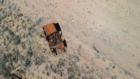 Verpletterde Auto dichtbij de Weg stock video