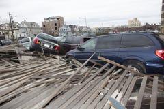 Verpletterde auto's na Orkaan Zandig op Oct Stock Afbeelding