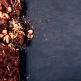 Verpletterde zwarte backgro van de de Luxechocolade van de chocolade donkere chocolade Stock Foto's