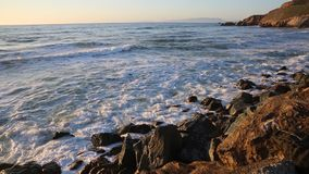Verpletterende golven stock footage