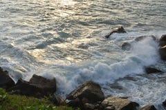 Verpletterende golven Royalty-vrije Stock Foto