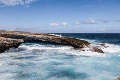Verpletterende Golven bij Boka-Beklimming Curacao royalty-vrije stock fotografie