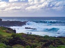 Verpletterende golven in Buenavista del Norte, Tenerife, Spanje Royalty-vrije Stock Foto's