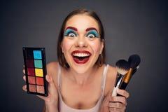 Verrückt bilden Sie Künstler mit dem schlechtesten Clown zu bilden lizenzfreie stockfotos