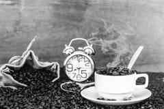 Verrückt in der Liebe mit Kaffee Stockfotos