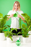 Verrückte Anlagen der grünen Geschäfts-Superheld-Frau Stockbild
