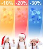 Verrückte Weihnachtsverkaufsfahnen mit kleinem Mädchen Stockfoto
