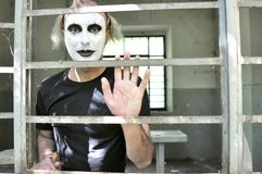 Verrückter Mann in einem verlassenen Haus in Italien Lizenzfreies Stockfoto