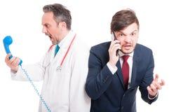 Verrückter Mediziner oder Doktor und Geschäftsmann Lizenzfreies Stockbild