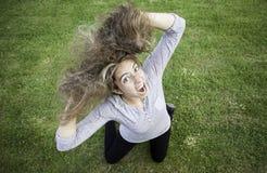 Verrücktes blondes Mädchen Lizenzfreie Stockfotos