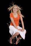 Verrücktes Haar des orange Stuhls der Frau Stockfotografie