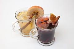 Verrührter Wein mit Scheibe der Orange und der Gewürze Lizenzfreie Stockbilder