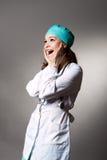 Verrassende jonge vrouwelijke arts royalty-vrije stock foto's