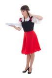 Verrast Beiers die meisje met dienblad over wit wordt geïsoleerd Stock Foto's