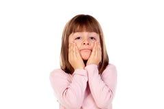Verrast klein meisje die gebaren maken Stock Afbeeldingen