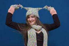 Verrast meisje in de winterhoed Royalty-vrije Stock Fotografie