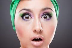 Verrast speld-op vrouw met open ogen en mond Royalty-vrije Stock Afbeelding