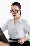 Verraste, geschokte bedrijfsvrouw met laptop Geïsoleerd wit Stock Foto