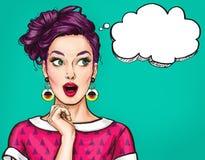 Verraste jonge sexy vrouw met open mond Grappige vrouw Verbaasde vrouwen Pop-artmeisje royalty-vrije illustratie