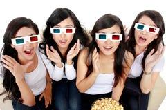 Verraste Jonge vrouw in 3D glazen Stock Foto