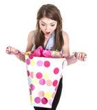 Verraste jonge vrouw met zak royalty-vrije stock afbeelding