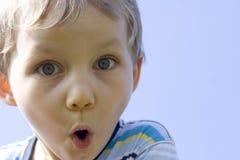 Verraste jongen Stock Foto