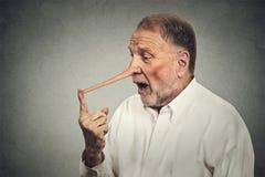 Verraste mens met lange geschokte neus stock foto