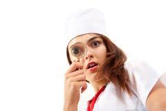 Verraste verpleegster die een algemeen medisch onderzoek doet. Stock Fotografie