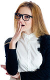 verraste vrouw met hand bij mond Royalty-vrije Stock Afbeelding