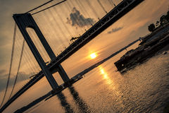 Verrazano桥梁被看见在黄昏 图库摄影