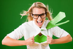 Verrücktes Gesicht der grünen Superheld-Geschäftsfrau Stockfotografie