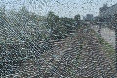 Verre à l'épreuve des balles cassé photographie stock libre de droits