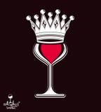 Verre à vin de luxe sophistiqué avec la couronne de roi, graphique artistique Photos libres de droits