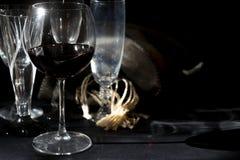 Verre à vin de vin rouge âgé photographie stock libre de droits