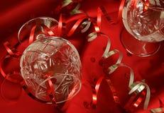Verre à vin et ornement argenté rouge de Noël Image stock