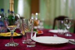 Verre à vin sur une table Image libre de droits