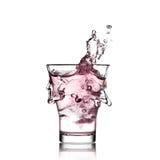 Verre avec de l'eau rose Images stock