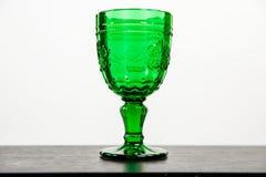 Verre avec la boisson verte photographie stock libre de droits