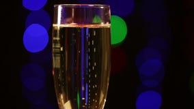Verre avec le champagne banque de vidéos