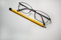 Verre avec le crayon Photo libre de droits