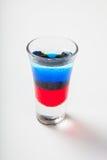 Verre avec les cocktails alcooliques d'isolement sur le fond blanc Photographie stock libre de droits