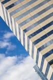Verre, béton et ciel. Fond abstrait de bâtiment. Images stock