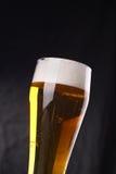 Verre de bière blonde Images stock