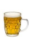 Verre de bière blonde sur un fond blanc Photo stock