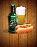 Verre de bière, bouteille et hot-dog illustration libre de droits